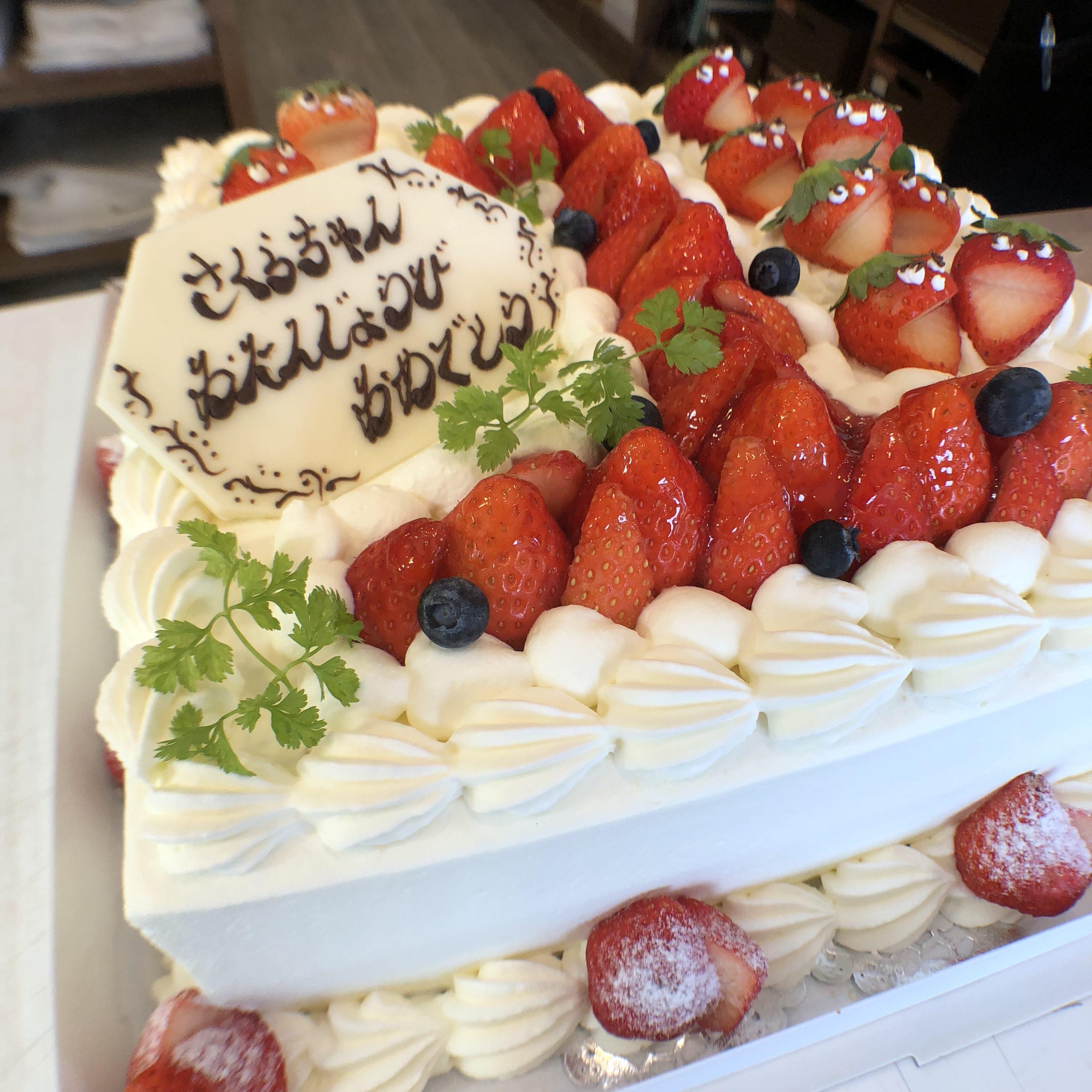 1歳の誕生日ケーキを沖縄で買うならパティスリーアッシュユウジがおすすめ